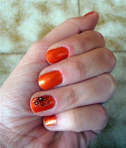 smalto arancione con disegno