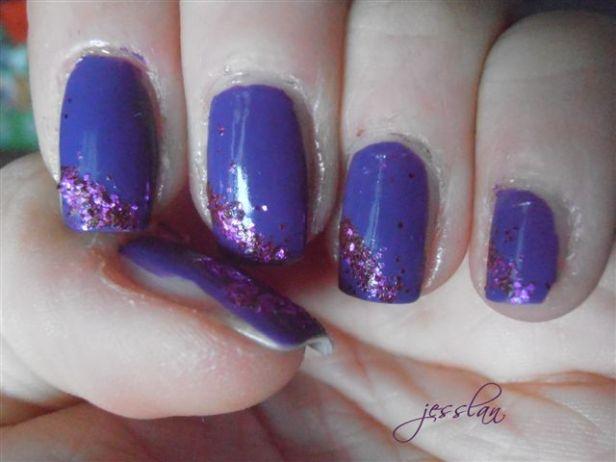 Nail art viola e brillantini