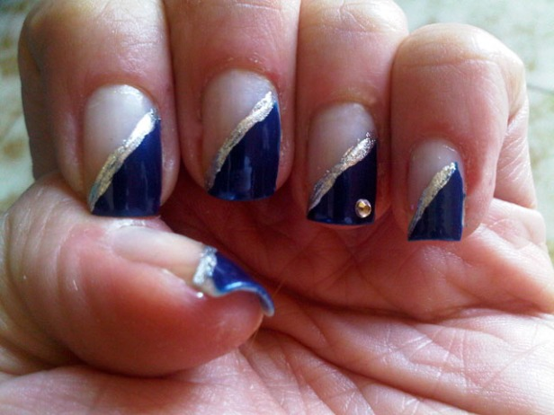 nail art diagonale blu