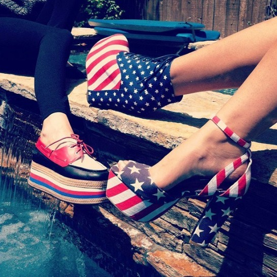 jeffrey-campbell-scarpe-con-stampa-bandiera