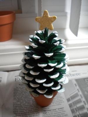 Pine-Cone-Christmas-Tree-1