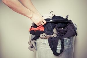 buttare-i-vestiti-che-non-si-usano