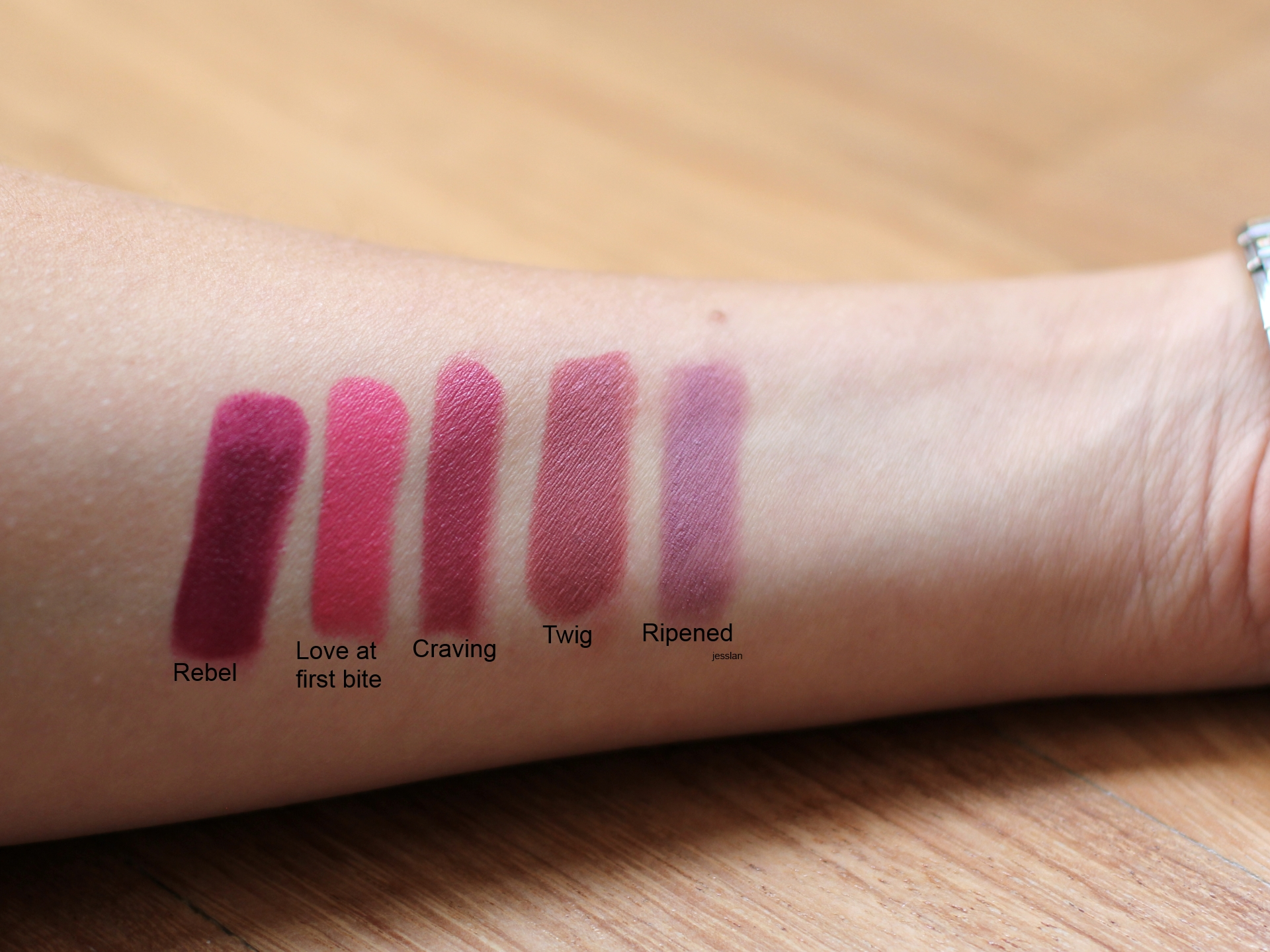 Mac Cosmetics - Swatch rossetti Rebel, Love at first bite, Craving, Twig e Ripened (da sinistra)